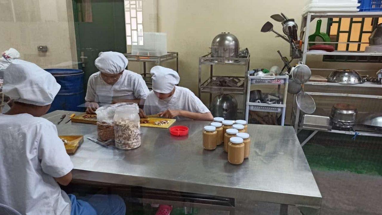 Cambodia-SME-Connecting-to-GVC_SOK-KHA_ADBI